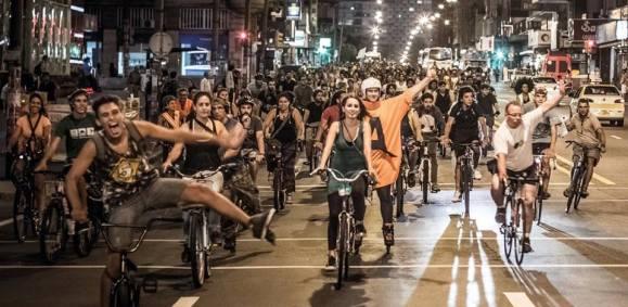 Un colectivo sobre ruedas