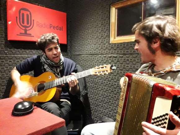 Pino Inminente y Sus Amigos: las canciones como necesidad