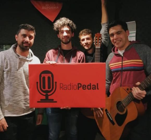 RadioLobo: V1