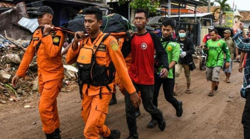 Rescatistas continúan búsqueda de sobrevivientes del tsunami en Indonesia.