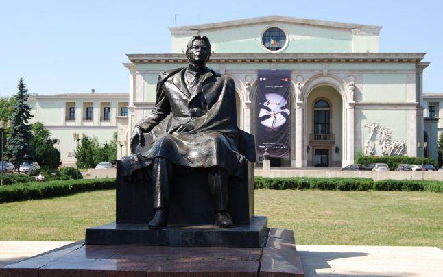 Imagini pentru Statuia în bronz a lui George Enescu 1971 opera