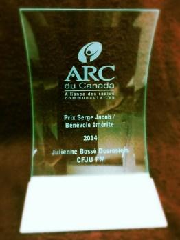 Prix Serge Jacob / Bénévole de l'année à Julienne Bossé Desrosiers de CFJU FM (Kedgwick - St-Quentin, N.-B.)