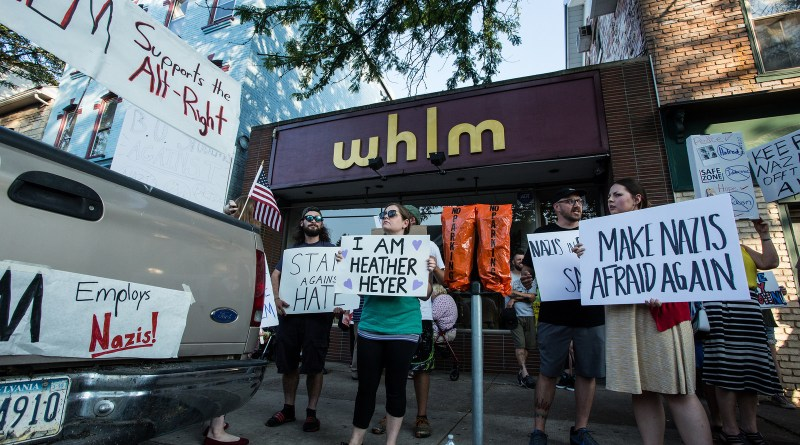 Protestation devant les locaux de la radio WHLM