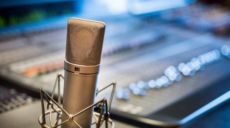 Microphone devant une console