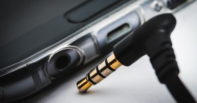 Écouteurs débranchés d'un smartphone