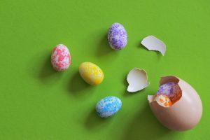Oeuf de Pâques cassés