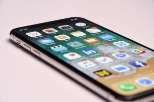 Un smartphone avec des applications