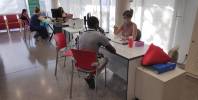 """Idoia Capuz, agent TIC de la Biblioteca del Nord: """"Trobem persones que no tenen coneixements ni accés a un ordinador, perquè no tenen ni xarxa ni dispositius"""""""