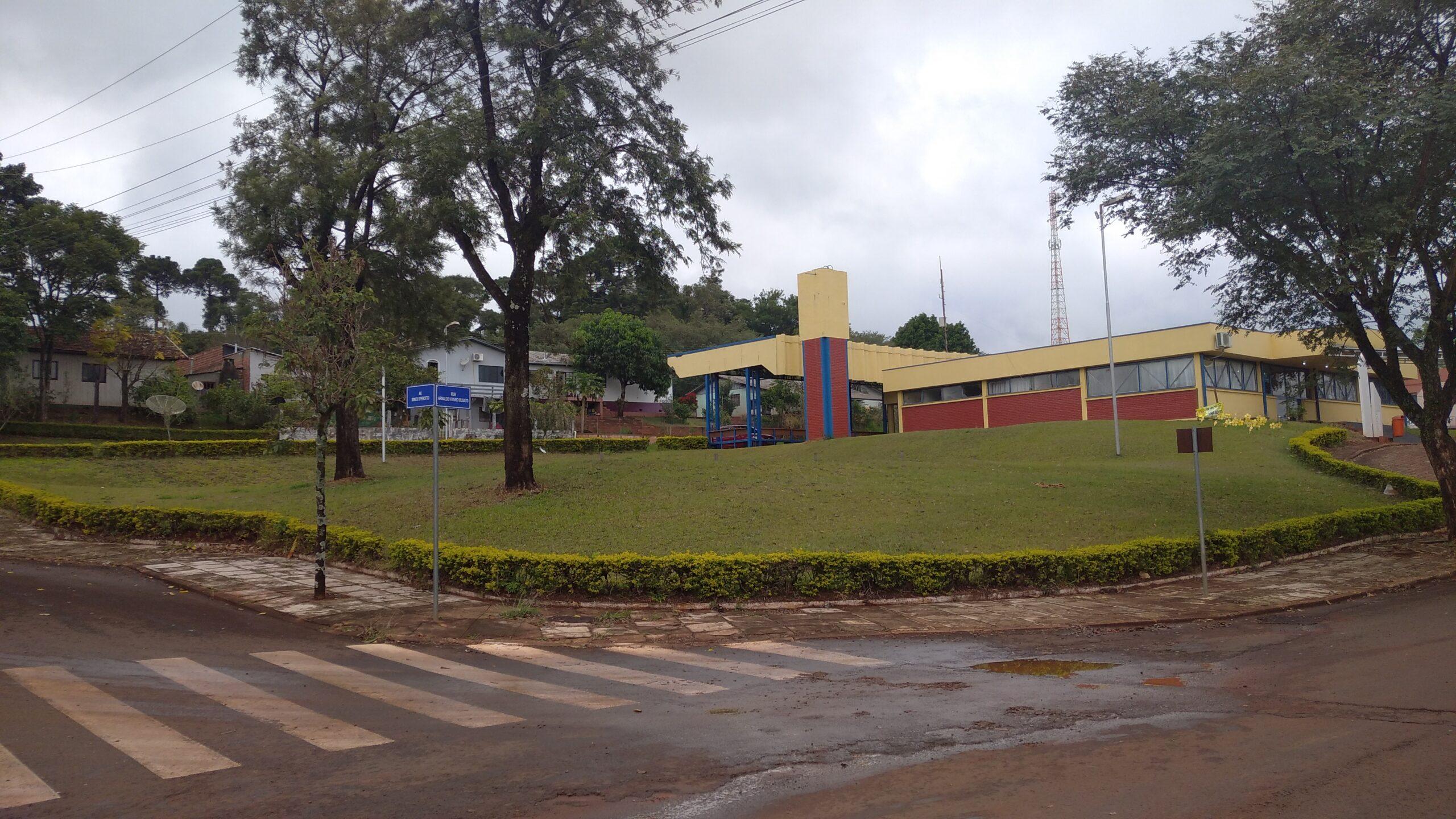 Local onde será construída a nova sede da Câmara de Vereadores de São João ao lado da Rodoviária Municipal ((Foto: Douglas Nunes))
