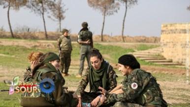 """مقاتلة سورية مسيحية من كتيبة """"قوات الإناث لحماية أراضي ما بين النهرين"""