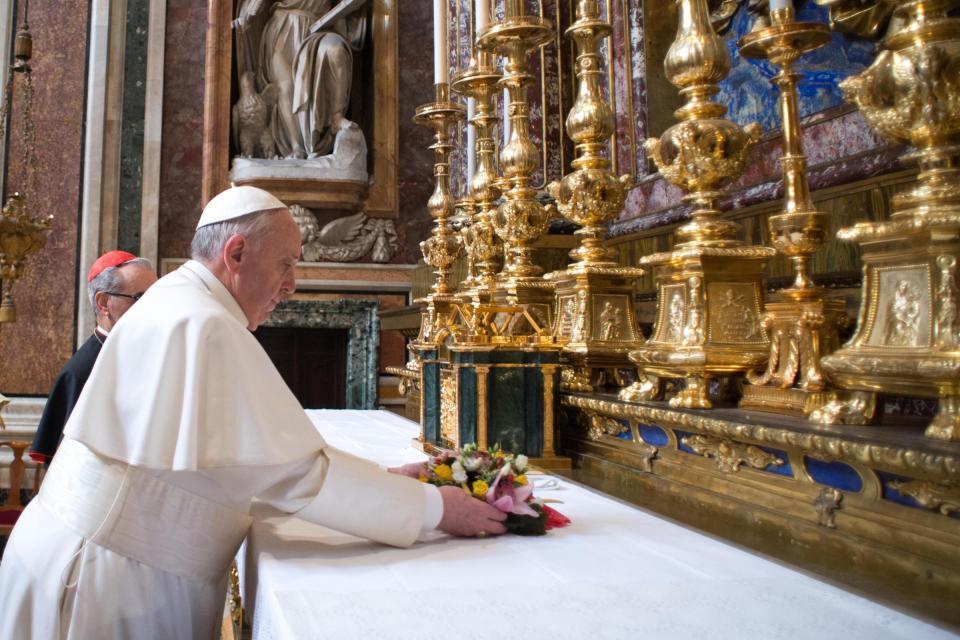 papa-francesco-bergoglio-preghiera