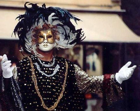 1057081-Masked_man_Venice-Venice