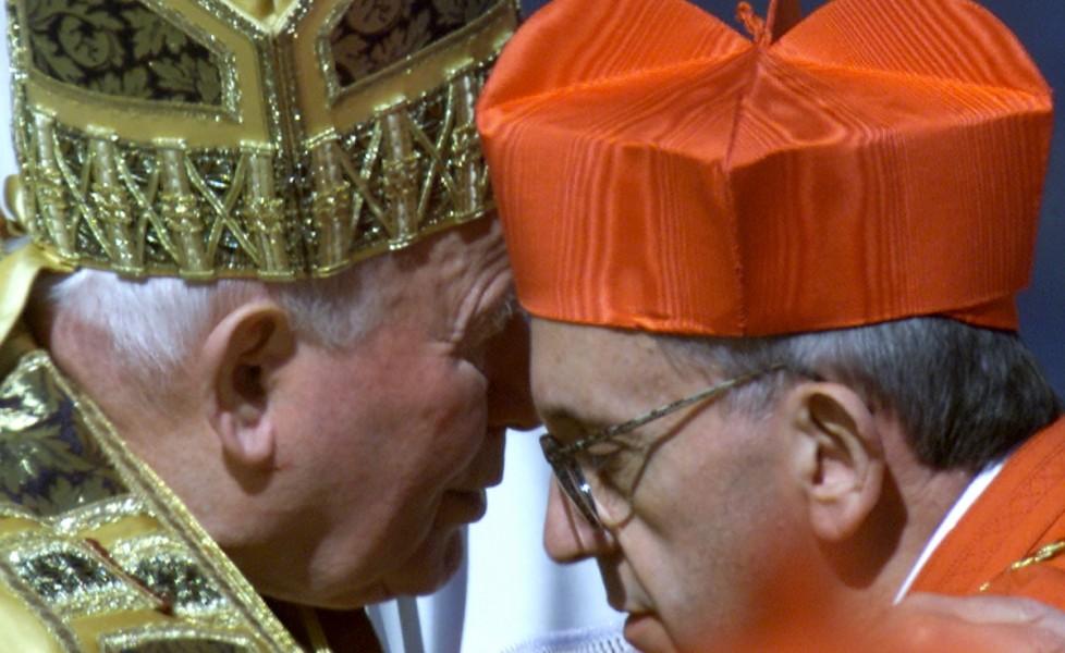il-cardinal-bergoglio-con-papa-giovanni-paolo-ii-nel-2001-reuters-reuters-photographerorig_main