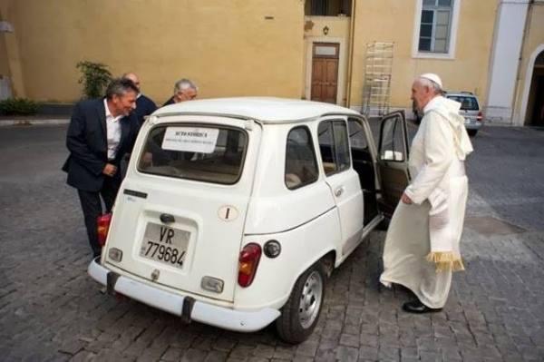 Bergoglio defeziona la processione del Corpus Domini