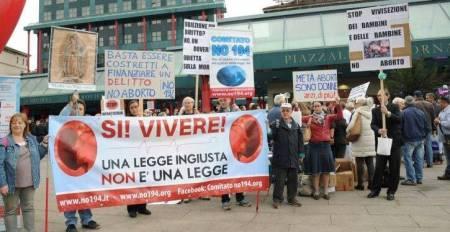 A Milano e Caserta il corteo NO194. Avv. Guerini: uniti nella battaglia. Reagire alle contestazioni