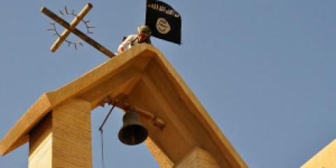 isis-distrugge-chiese-bandiere-al-posto-delle-croci