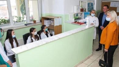 Photo of Leonora Bunjaku viziton Qendrën e Mjekësisë Familjare 28 Nëntori bashkë me ish deputeten e PDK-së znj. Besa Ismajli