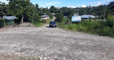 La tarde de ayer 11 de junio habitantes de la comuna Puyupungo retuvieron por unas horas la maquinaria del Gobierno Provincial de Sucumbíos.