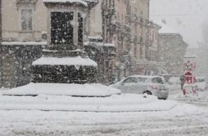 Neve, strade non pulite causano numerosi disagi in Carnia