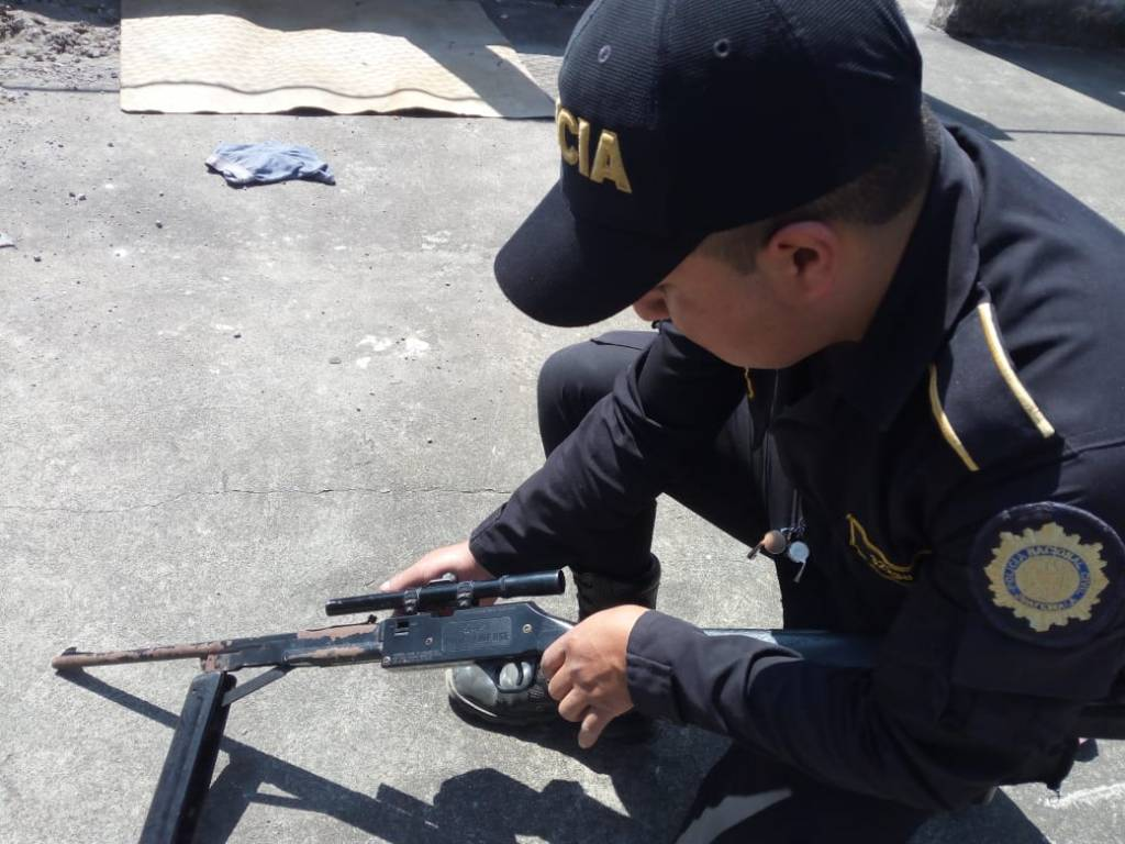 capturados utilizando un rifle de juguete