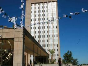 صورة الإذاعة الجزائرية تنظم هذا الخميس حفلا فنيا بمناسبة اليوم العالمي للإذاعة