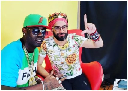 Alex-Otaola-durante-una-entrevista-a-Chocolate-MC.-