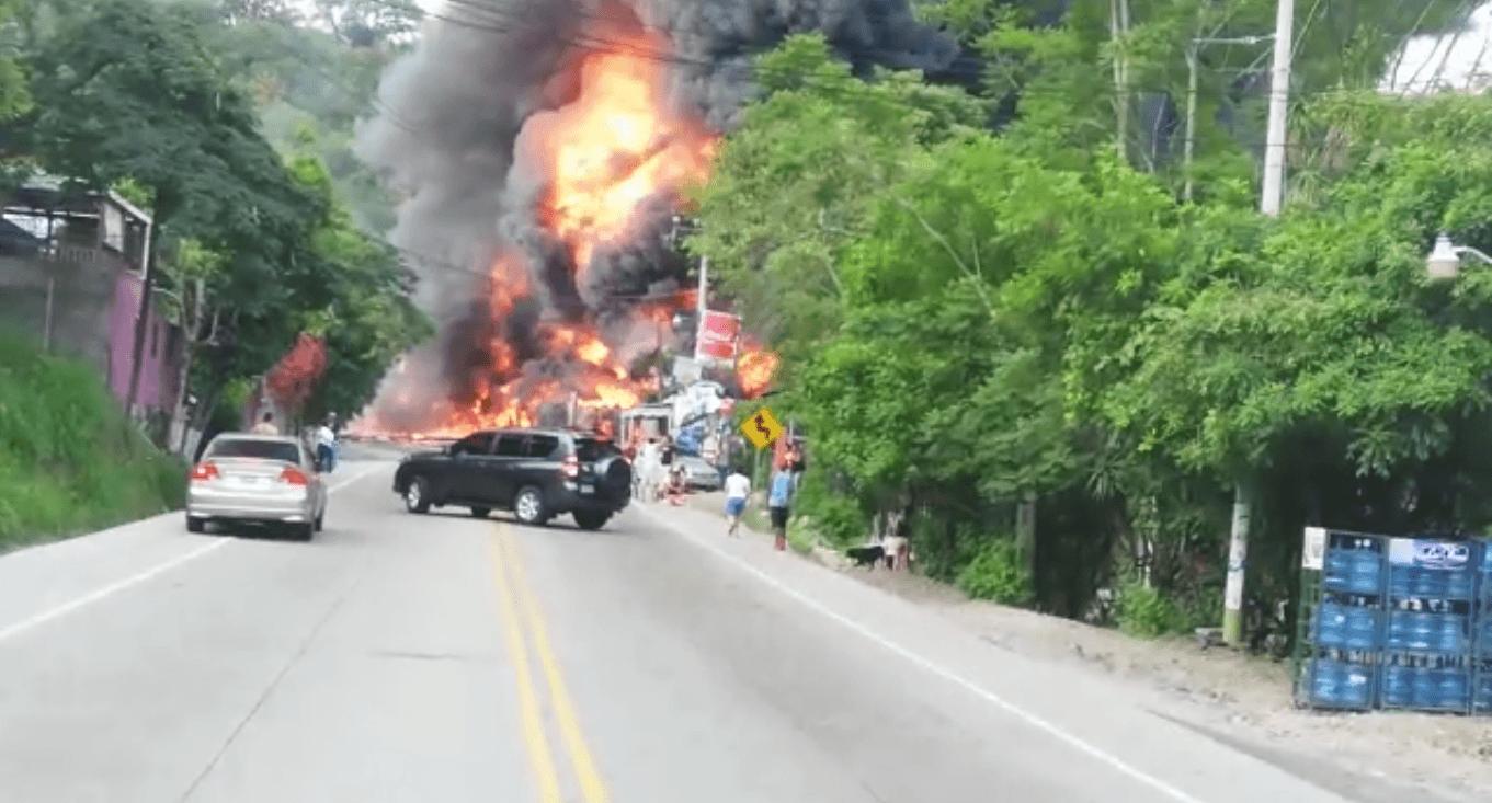CIERRAN CARRETA AL SUR DE HONDURAS TRAS APARATOSO ACCIDENTE
