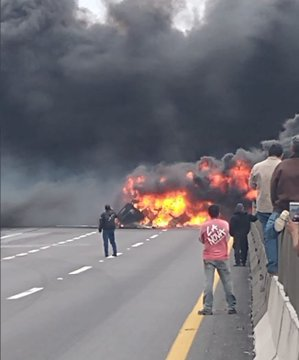 Video: Explota pipa en carretera de Veracruz