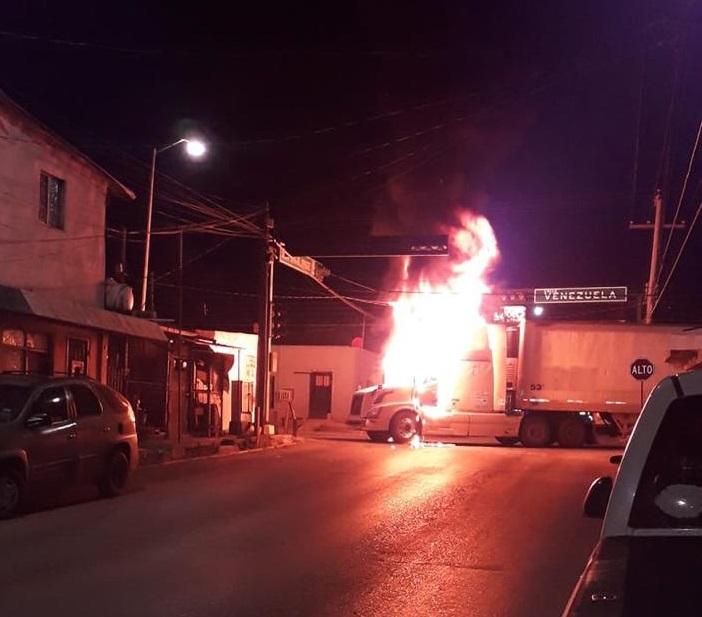 CONFIRMAN DISPAROS Y QUEMA DE VEHÍCULOS EN NUEVO LAREDO TAMAULIPAS