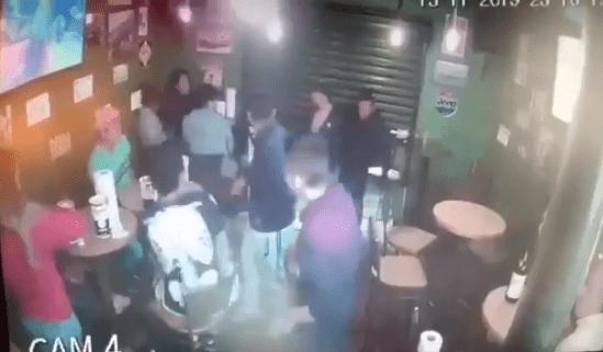 Video: Se hacen pasar por clientes para robar un negocio de Alitas en la CDMX