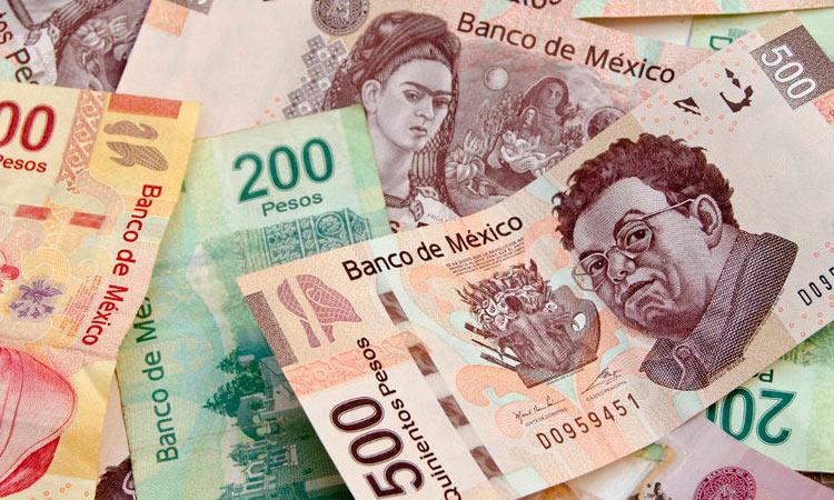 HOMBRE REGRESA UNA BILLETERA CON 10 MIL PESOS QUE ENCONTRÓ EN EL METRO
