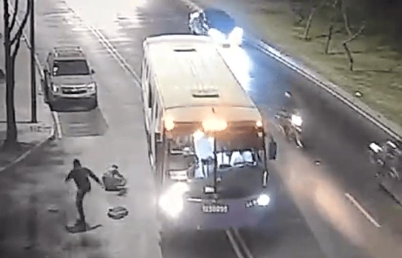 VIDEO: POLICÍA DE INVESTIGACIÓN FRUSTRA ROBO A CAMIÓN DE PASAJEROS EN IZTAPALAPA
