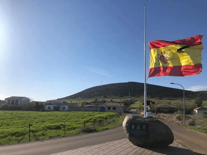 MUERTES POR COVID-19 EN ESPAÑA VUELVEN A BAJAR
