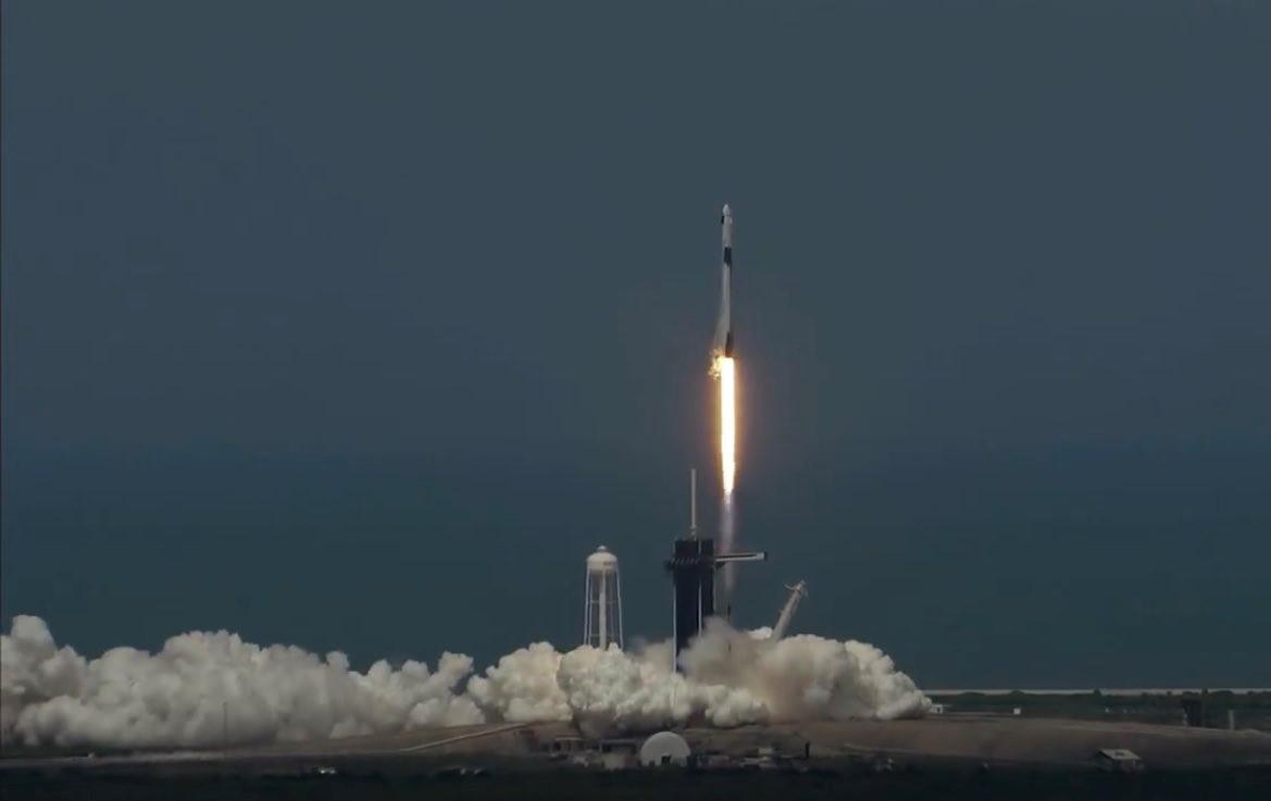 NASA LANZA CON ÉXITO EL COHETE FALCON 9 DE SPACEX