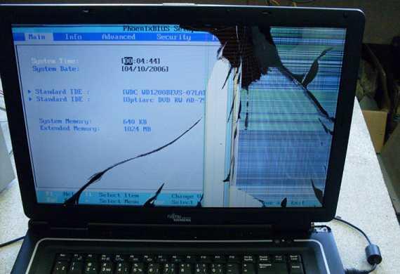 Перед закрытием крышки ноутбука обязательно убедитесь, что ничего не осталось внутри