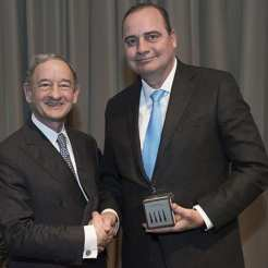 Award recipient Dennis Hallahan, MD, with Chancellor Mark S. Wrighton.
