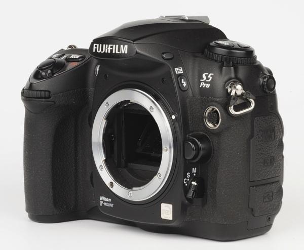 Fuji S5 Pro - lateral