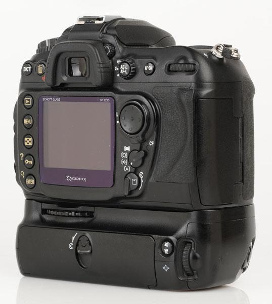 Nikon D200 cu grip MB-D200 back 2