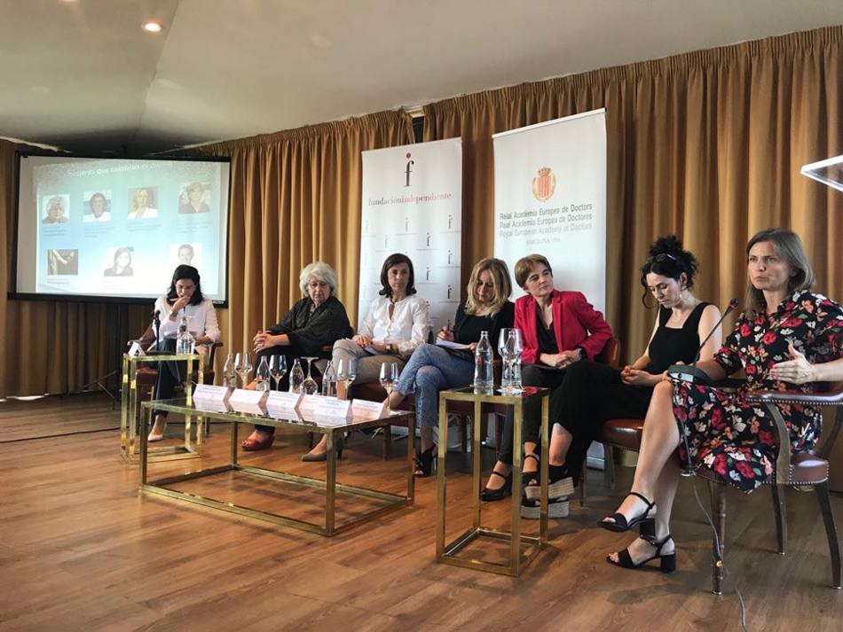 Debate: Mujeres que Cambian el Mundo