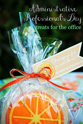 Administrative Professional's Day Treats for Coworkers // Orange Cookie // Free Printable
