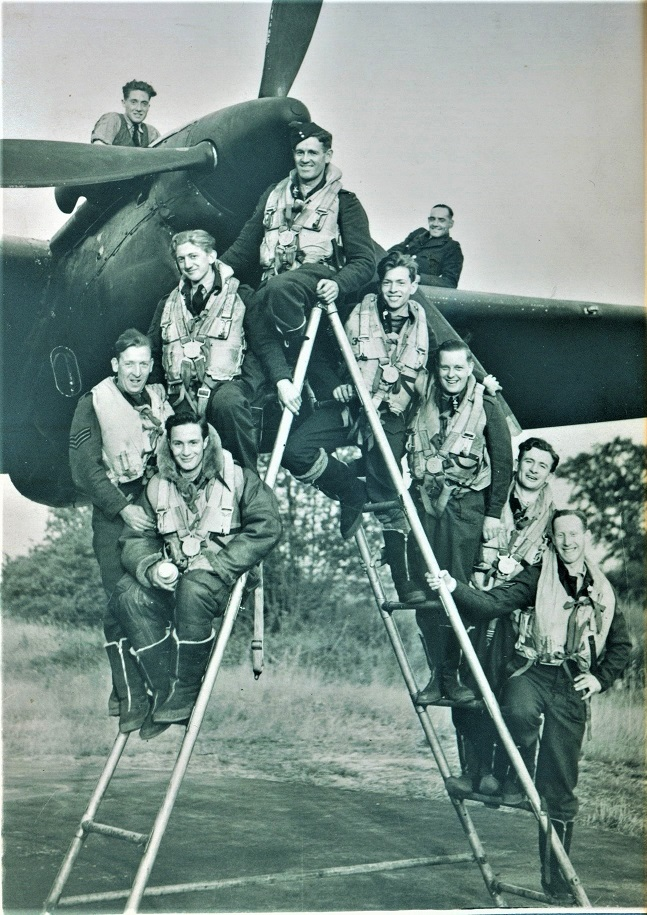 Alistair (bottom right)+aircrew - SMALL