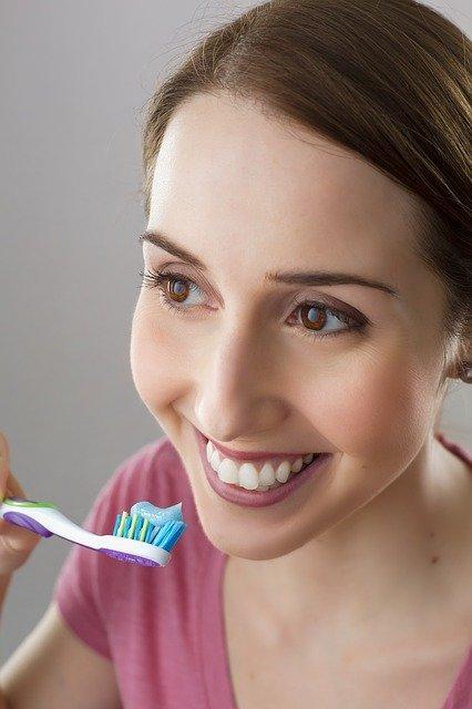 Comparação da escova de dentes com a utilidade que os produtos devem ter