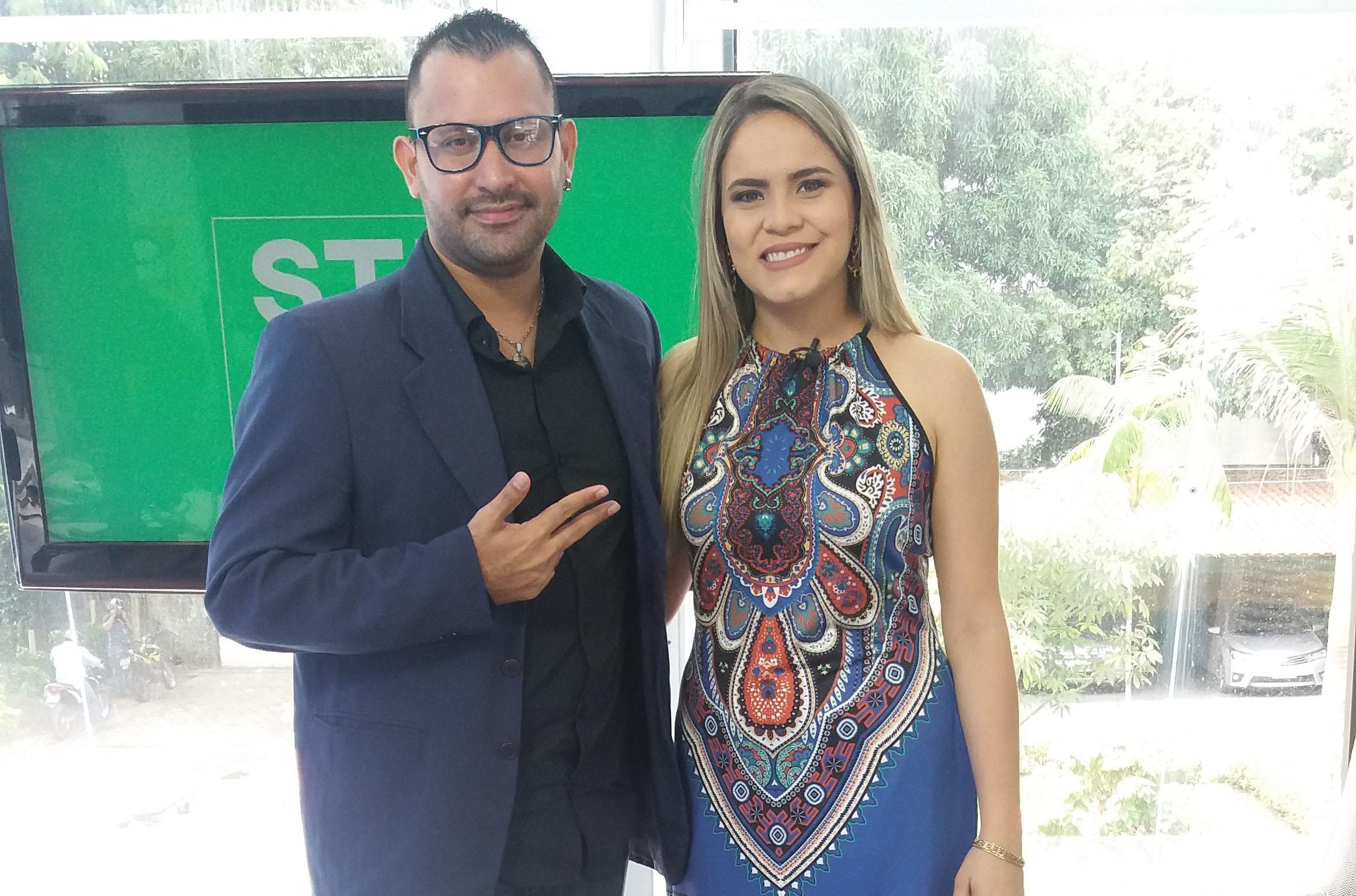 Com a apresentadora Paula Araújo