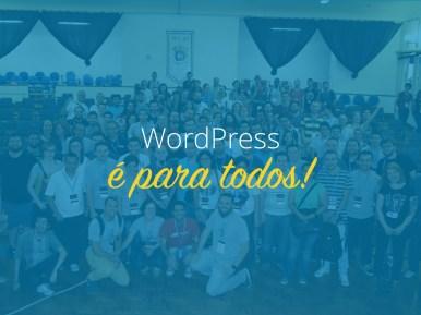 Foto de dezenas de pessoas no encerramento do WordCamp São Paulo 2015 com o texto ¨WordPress é para todos¨ sobre ela