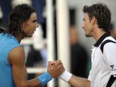 7 mai 2008: Vcitime d'ampoules aux pieds, Nadal s'incline au 2e tour à Rome contre Juan Carlos Ferrero. Il restera ensuite invaincu pendant plus de trois mois, remportant ses 32 matches suivants. Son record.