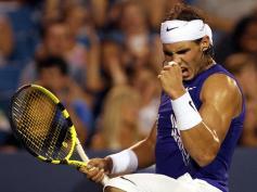 Rafa poursuit son été triomphal: vainqueur à Toronto, il s'assure ensuite la place de numéro un mondial au mois d'août après une victoire sur Lappenti en quarts de finale à Cincinnati. Nadal était resté durant près de 160 semaines consécutives dauphin de Federer.