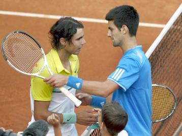 """Un des premiers """"classiques"""" contre Djokovic, en demi-finale du Masters 1000 de Madrid. Une rencontre sensationnelle. Il faut 4h03 minutes à Rafa pour venir à bout de Nole, 3-6, 7-6, 7-6. Il sauve même trois balles de match dans le tie-break du dernier set. En finale, il cèdera devant Federer."""