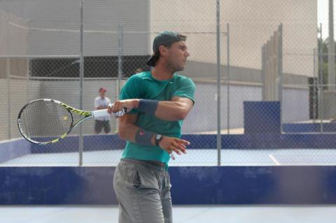 Rafa practicing on a hard court - Rafael Nadal Fans (1)