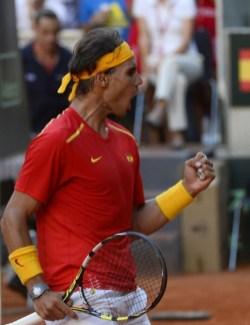 Rafael Nadal beats Sergiy Stakhovsky 60 60 64 Davis Cup (20)