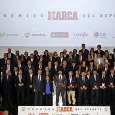 Rafael Nadal Gets Best Spanish Athlete Award Marca 2013 (2)